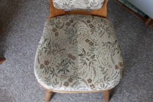 Tepovanie sedačiek Bratislava - stolička, pred a po tepovaní.