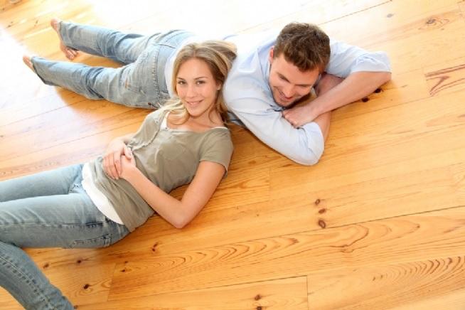Pravideľnou údržbou predĺžite životnosť pevných podláh obrázok